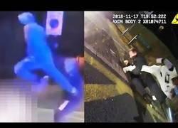 Enlace a Negro noquea a mujer policía con una patada voladora