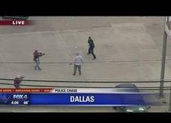 Enlace a Este tipo pensaba que había despistado a la policía y cuando sale se encuentra con una sorpresa