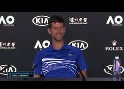 Enlace a La vacilada de Novak Djokovic a un periodista italiano tras ganar el Australian Open