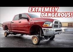 Enlace a El problema de meterle unas ruedas pequeñas a una camioneta grande