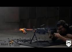 Enlace a Lo que produce hacer 700 disparos sin parar en una ametralladora