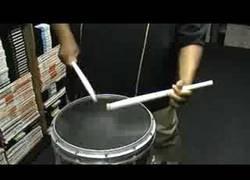 Enlace a Se llama Isiah Rowser y es el mejor con el tambor de marcha