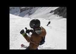 Enlace a El peligroso momento en el que te pilla una avalancha en los alpes suizos