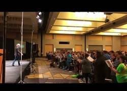 Enlace a La maravilla cuando pones a 200 profesores coristas en una sola habitación