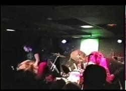 Enlace a El día que Nirvana tocó Smells Like Teen Spirit dos días después de sacar Nevermind