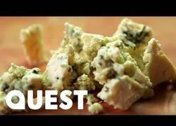 Enlace a Así es como se produce el queso azul desde cero