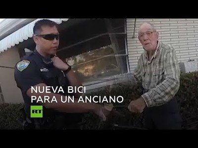 El gran detalle de estos policías que le compraron una bici a este anciano de 80 años tras quedarse sin al habérsela robado alguien