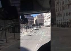 Enlace a La policía de Roma escolta a un equipo de rugby por la ciudad y las indicaciones son muy locas