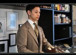 Enlace a Él es Naoki Terashima y es el campeón del mundo de mejor limpiador de zapatos