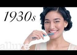 Enlace a Así ha cambiado el cuidado de los dientes en los últimos 100 años