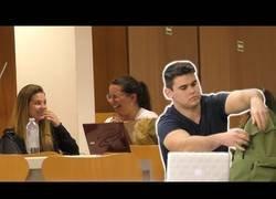 Enlace a Reacciones a música en la Biblio