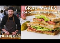 Enlace a Preparando un delicioso sandwich bologna para chuparse los dedos