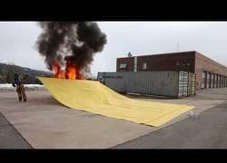 Enlace a La manta para sofocar fuegos
