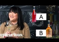 Enlace a Una experta en vinos prueba uno barato y otro más caro [Inglés]