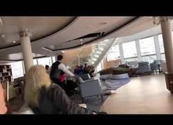 Enlace a Las terribles imágenes del Viking Sky desde el interior con los pasajeros