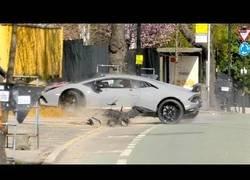 Enlace a Se compra un Lamborghini Huracán Performante y al fardar de él por la calle se estrella contra un muro