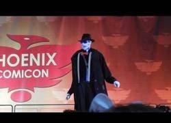 Enlace a El genial cosplay de hombre invisible visto en la Comic Con de Phoenix