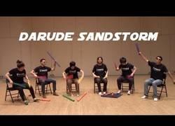 Enlace a Tocando el mítico tema de Darude con estos tubos