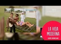 Enlace a En La Vida Moderna analizan el sketch más machista, homófobo y racista de televisión española