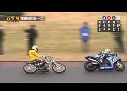 Enlace a La curiosa carrera de motos en la que ganará la que menos esperas en este óvalo