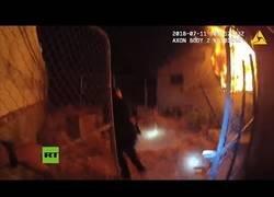 Enlace a Policías de Los Ángeles rescatan a un hombre inconsciente de una casa en llamas