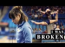 Enlace a La historia de Katelyn Ohashi en el mundo de la gimnasia