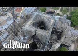 Enlace a Así se ve Notre Dame desde los aires grabado por un drone tras el terrible incendio