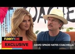 Enlace a David Spade odia Coachella (subtítulos)