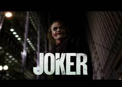 Enlace a El tráiler de 'El Caballero Oscuro' al estilo del Joker