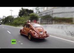 Enlace a Desde Lima a Nueva York en un coche de madera