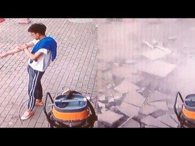 Este tipo se salva de milagro tras la caída de este grupo de piedras de un edificio
