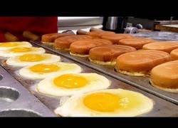 Enlace a El curioso bocadillo de huevo típico en las calles de Korea