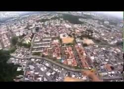 Enlace a Un paracaidista se estampa tras grabarse a si mismo como caía