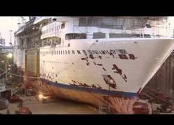 Enlace a El proceso para transformar un transatlántico en un barco más grande