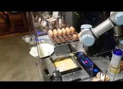 Enlace a El robot que cocina tortillas a la perfección