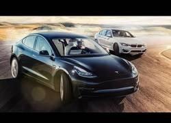 Enlace a Poniendo a prueba el Tesla Model 3 frente al BMW M3
