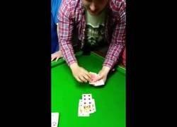 Enlace a El gran truco de magia de este tipo bien borracho