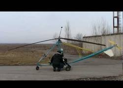 Enlace a Se fabrica un helicóptero casero y lo pone a prueba