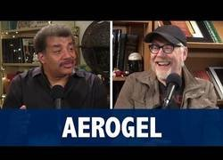 Enlace a Neil DeGrasse Tyson deja flipado a Adam Savage con el ''Aerogel''