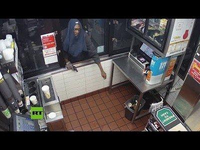 Intenta robar en un McDonalds y acaba yéndose sin nada