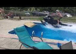 Enlace a Por eso no es buena idea usar la moto acuática en casa