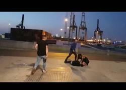 Enlace a Brutal patada en Cádiz a la salida de una discoteca