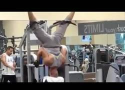 Enlace a Gente siendo rara en el gimnasio parte 1
