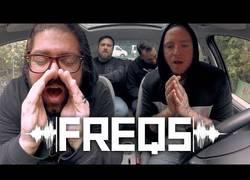 Enlace a Coheed and Cambria cantan a capela en el coche para FREQS