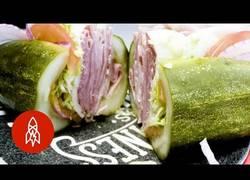 Enlace a Restaurante de bocadillos sin pan, pero con pepinillos