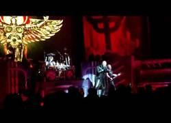 Enlace a Rob Halford [Judas Priest] patea el móvil de un fan