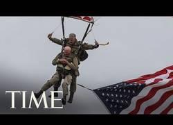 Enlace a Paracaidista de 97 años, veterano de la II guerra mundial vuelve a realizar un salto 75 años después