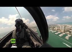 Enlace a Espectaculares acrobacias aéreas de un caza F-35 grabadas desde la cabina
