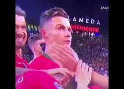 Enlace a Ronaldo muestra su alegría cuando Bernardo Silva es elegido mejor jugador del torneo