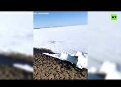 Enlace a Masas de hielo en la costa del rio Yeniséi (Siberia, Rusia)